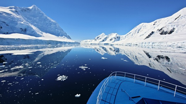 Вид с корабля на Антарктиду